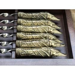 Комплект шампуров Щука в кейсе из натурального дерева