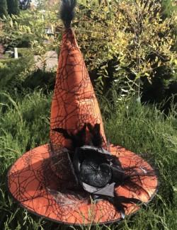 Шляпа ведьмочки с перьями и розой оранжевая