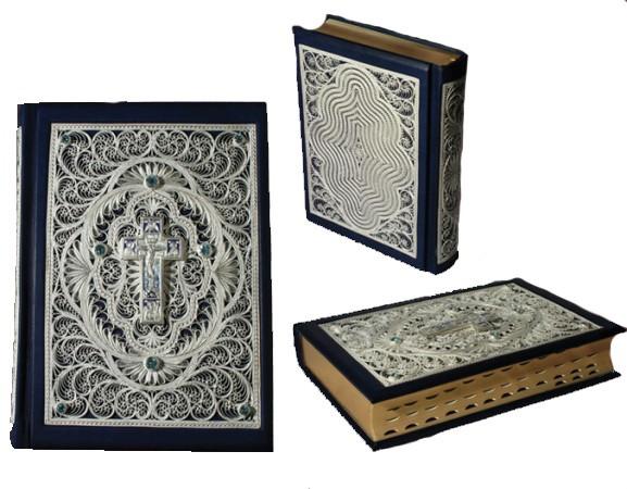 БИБЛИЯ большая, кожаный переплет с филигранью и топазами.