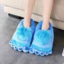 Плюшевые тапочки ноги первобытного человека blue