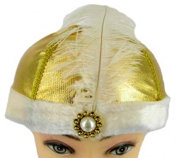 Шляпа с изумрудом и пером золотая