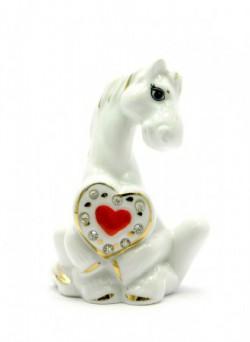 Лошадь с сердечком фарфор