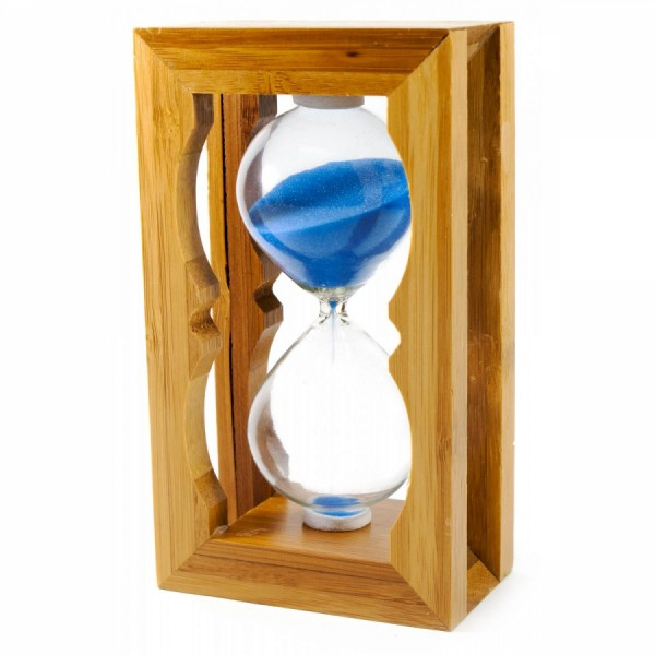 Часы песочные в бамбуке синий песок