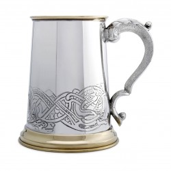 Пивная кружка с латунным декором