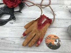 Декоративная рука мертвеца