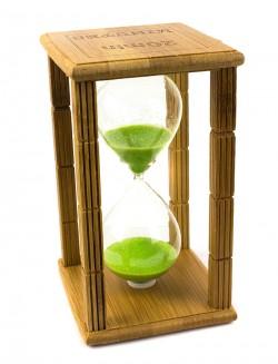 Часы песочные в бамбуке Time is money с зеленым песком 20 минут