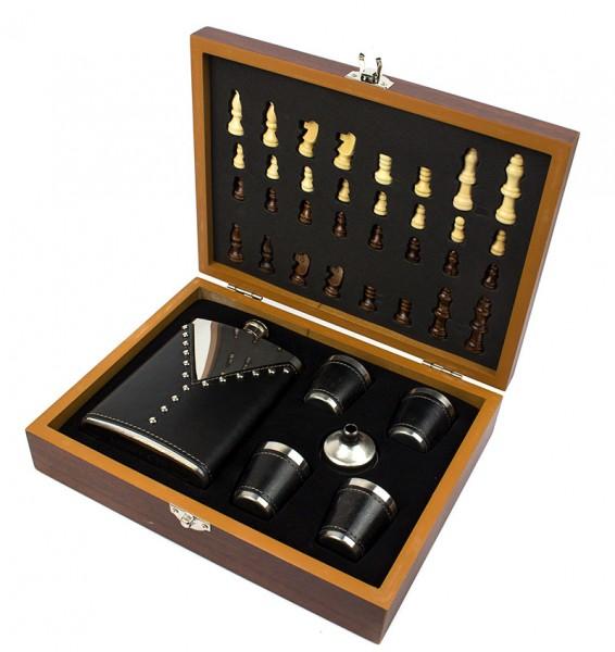 Набор шахматы и фляга черная