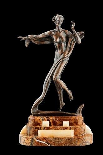 Статуя из бронзы Терпсихора