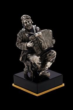 Скульптура Аккордеонист