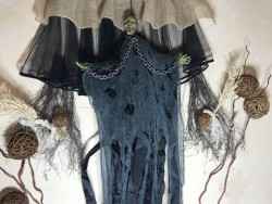 Устрашающий декор на Хэллоуин Баба Яга в сером