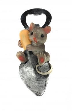 Магнит открывашка Мышка на лопатке
