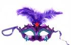 Маска пластиковая на завязках с перьями фиолетовя