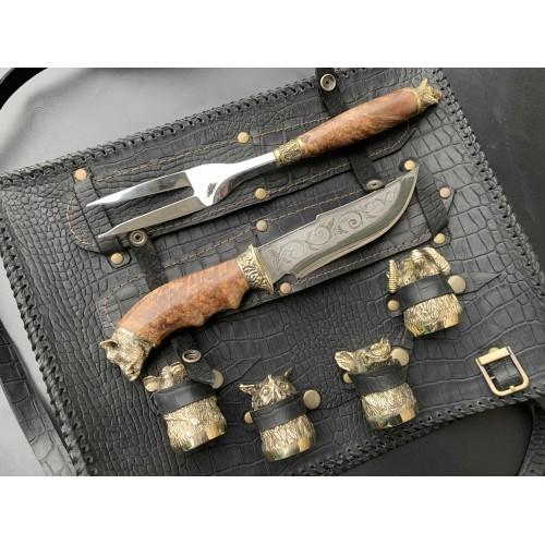 Решетка Кабан с ножом, вилкой и чарками