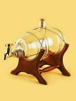Бутылка-бочка на деревянной подставке