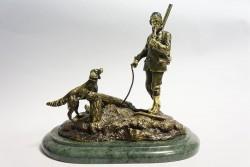 Бронзовая статуэтка  Охотник с собакой