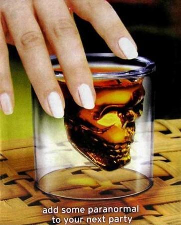 Череп в стакане мал.