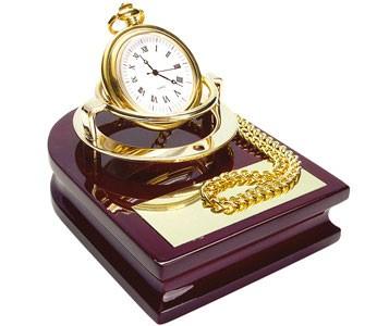 Часы Магистр на деревянной подставке с цепочкой для ношения в кармане
