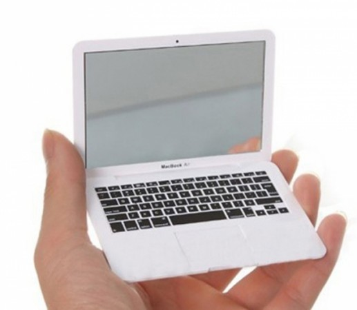 MacBook зеркальце