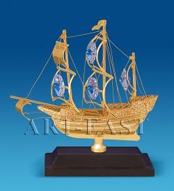 Фигурка Корабль на подставке